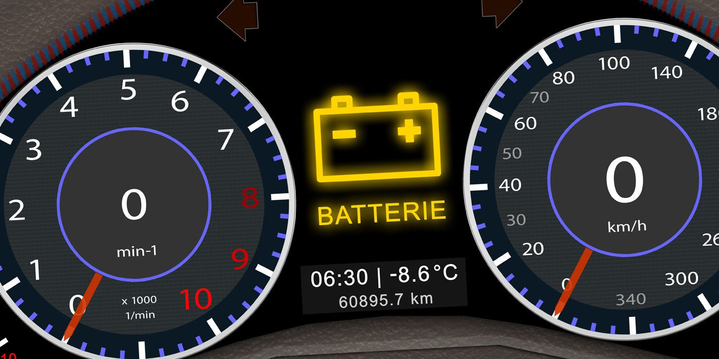Armaturenbrett eines Autos mit leuchtender Batterieleuchte