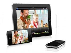 Elegato Tivizen DVB-T Tuner neben Tablet und Smartphone dargestellt.