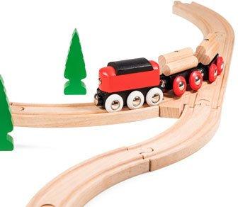 Klassische Holz-Eisenbahn auf Schienen