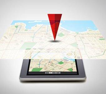 Karten-Ausschnitt eines Navigationsgerätes wird vergrößert dargestellt und das Ziel ist deutlich markiert.