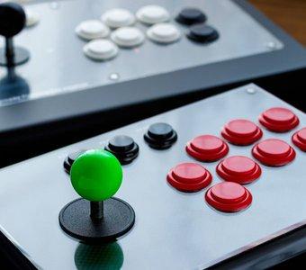 Arcade Stick mit Joystick und elf Knöpfen