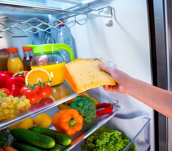 Innenansicht eines befüllten Kühlschranks