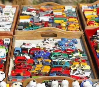 Tabletts mit Modellautos