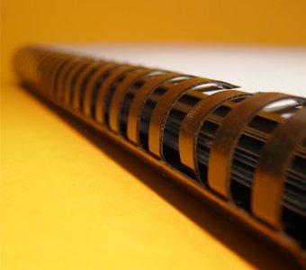 Aufnahme einer Plastikbindung mit gebundenen Seiten