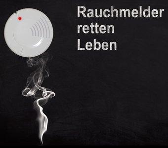 Rauchmelder löst optisches Signal bei Rauchentwicklung aus