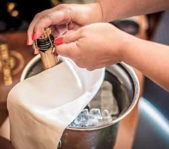 Wie Kommt Der Korken In Die Sektflasche