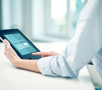 Tablet mit grafisch-dargestellter Gewinnkurve.