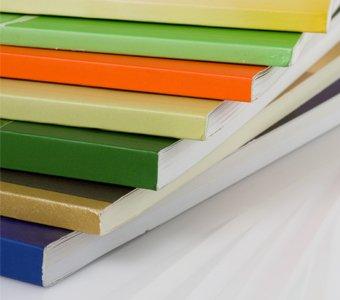 Im Thermobindung-Verfahren produzierte Hefte übereinander gestapelt
