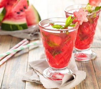 Wodka und Wassermelone schmeckt besonders fruchtig