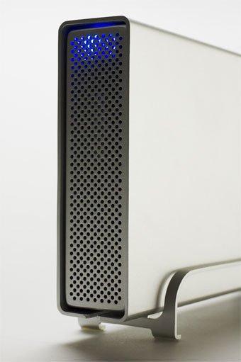 Nahaufnahme einer externen Festplatte aus Alu.