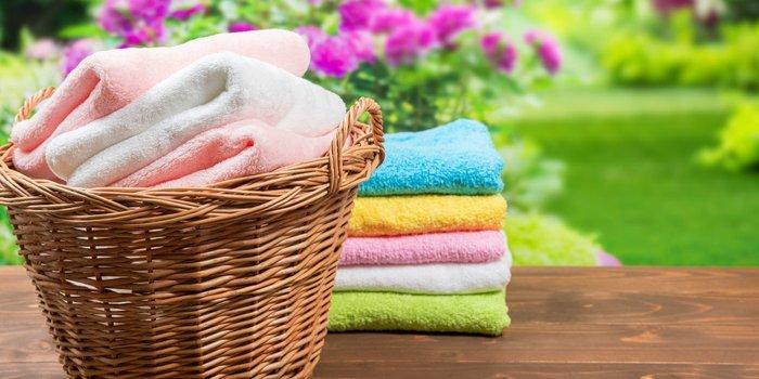 Wäschekorb mit Handtücher
