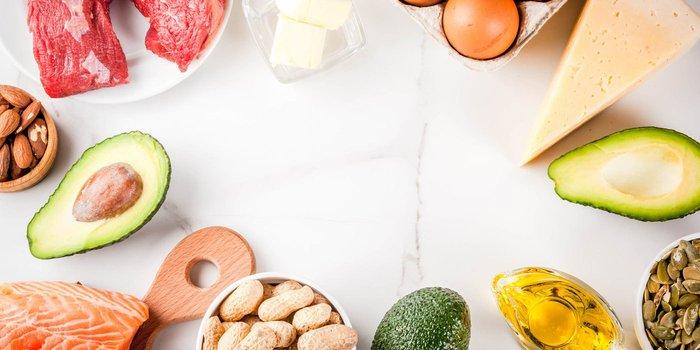 Käse, frische Fisch, frisches Fleisch, Eier, Avocado und Nüsse