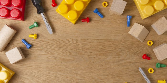 Bauklötze, Spielzeugschrauben und -werkzeuge aus Kunststoff