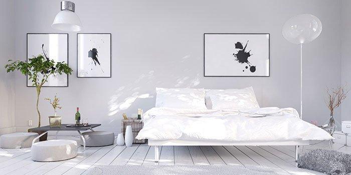 Aufnahme eines Schlafzimmers mit verschiedenen Möbeln darin.