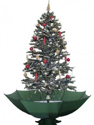 Fertiger Künstlicher Weihnachtsbaum.Schneiender Weihnachtsbaum